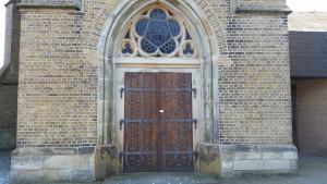 Haupteingang am Kirchturm