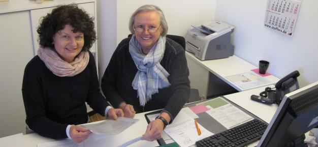 Im Pfarrbüro Mecklenbeck - Agnes Steinriede und Eva-Maria Hoppen